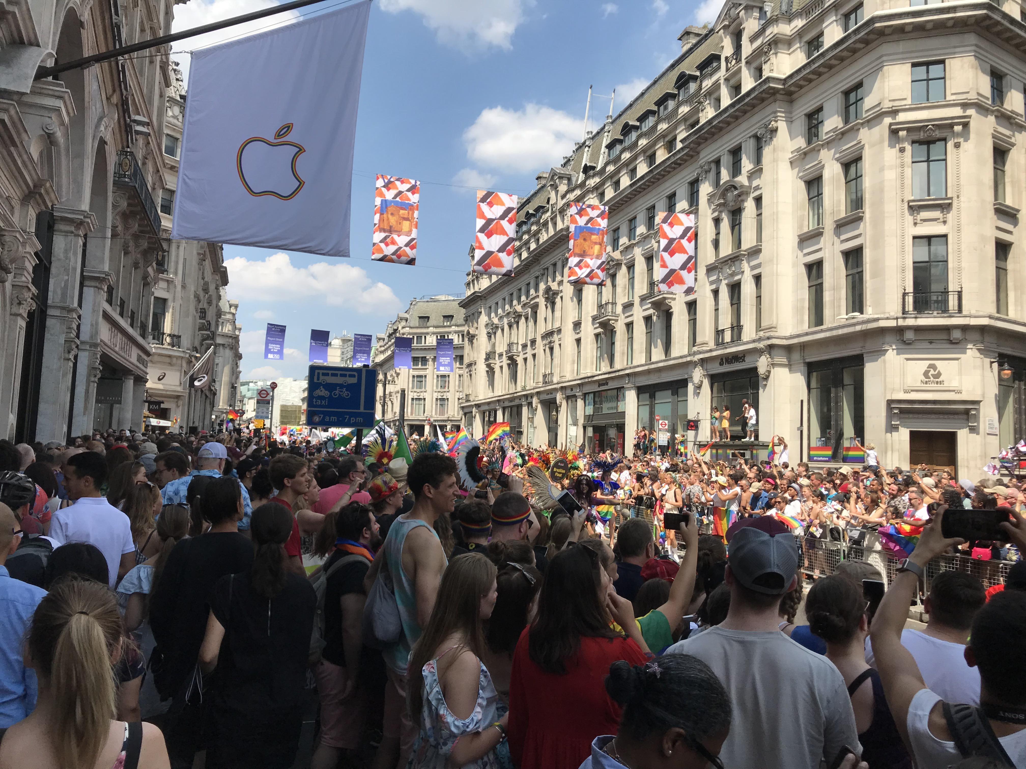 ロンドン プライド パレード